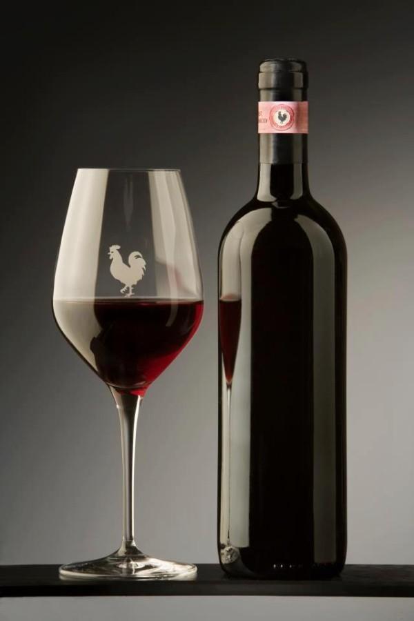 Elegancja Chianti Classico, wino, etykiety, czarny kogut, black rooster, butelki wina, etykiety na wino, ozdobne kieliszki, włoskie wino